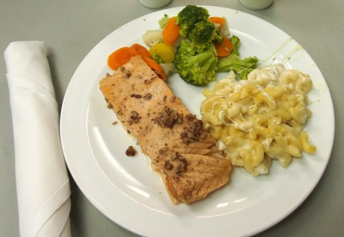 Salmon, Macaroni & Cheese and Steamed Veggies