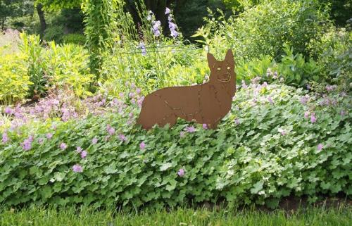 GSD sculpture in geranium