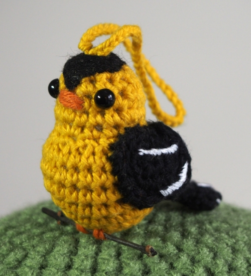 crochet goldfinch - side view