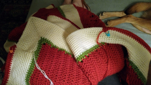 Arghhh! Just 83 stitches from the end I ran out of red yarn!