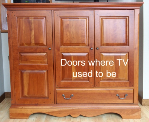 TV cabinet - closed - with text