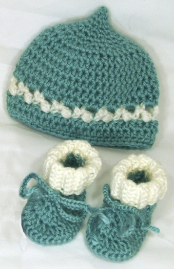 Baby hat - booties - sage white